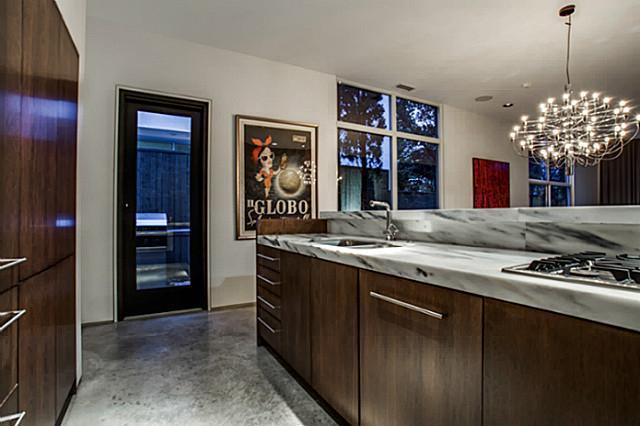 2843 Lee Street kitchen 3