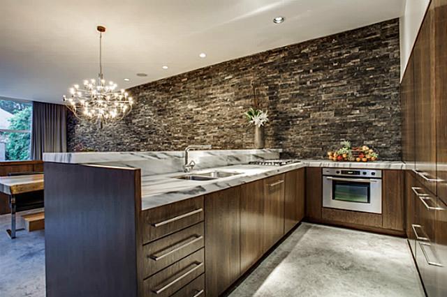 2843 Lee Street kitchen