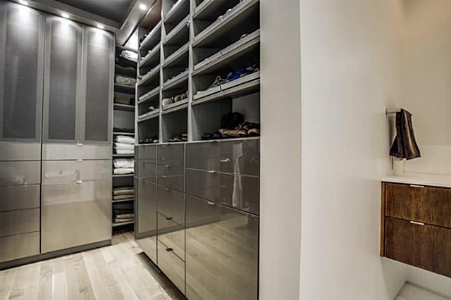 2843 Lee Street master closet