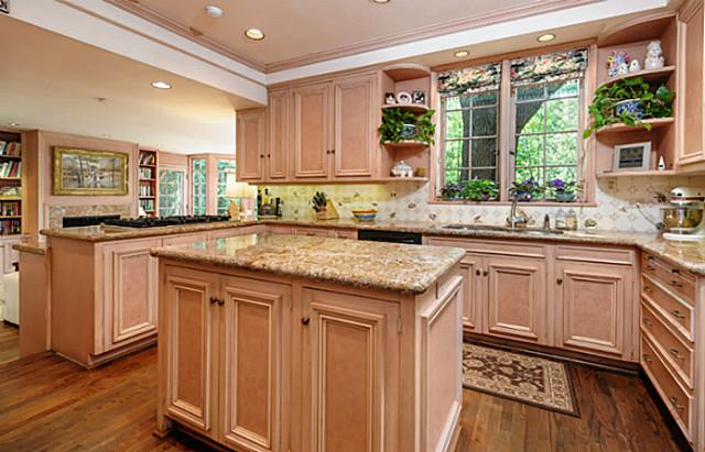 4307 Arcady kitchen