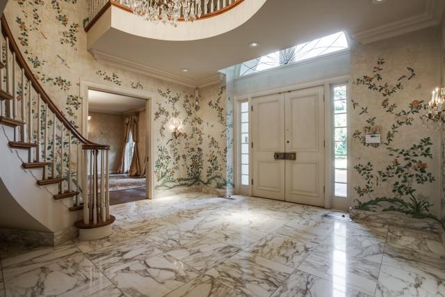 4930 Radbrook Place foyer