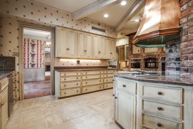 4930 Radbrook kitchen 2