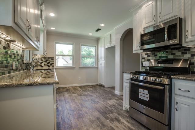 6102 Penrose Kitchen 2