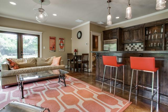 1545 Buckner Lounge