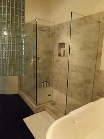 2220 Canton 103 Shower