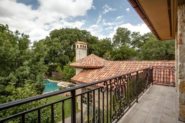 5019 Shadywood balcony