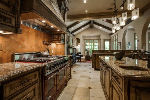 5019 Shadywood kitchen 2