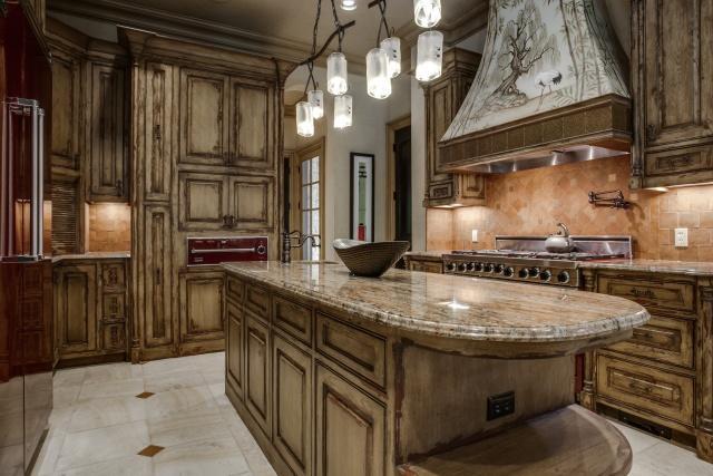 5019 Shadywood kitchen1