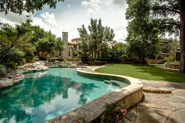 5019 Shadywood lagoon pool