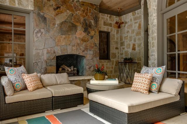 5019 Shadywood outdoor room