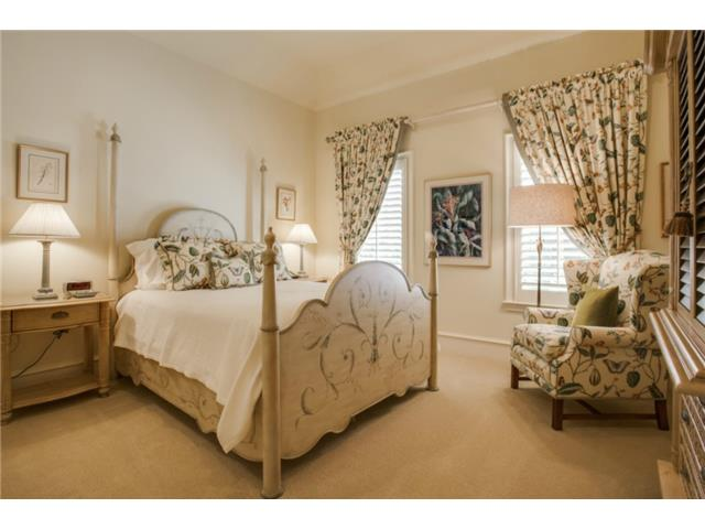 6229 Tulip bedroom1