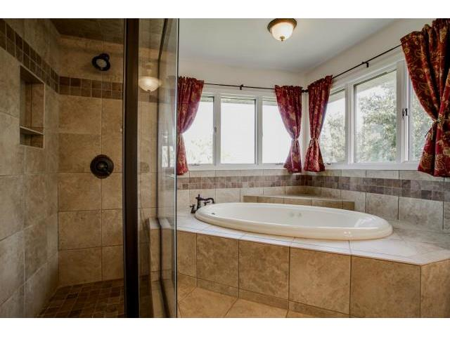 840 Highridge Maste Bath Tub and SHower