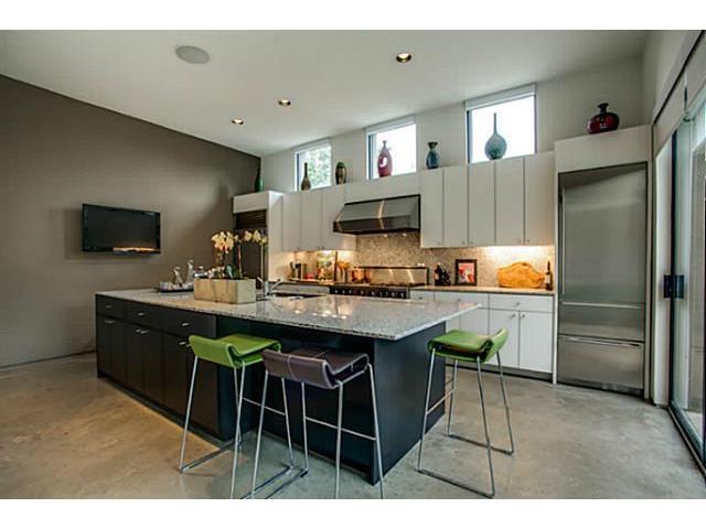 4337 Travis Kitchen