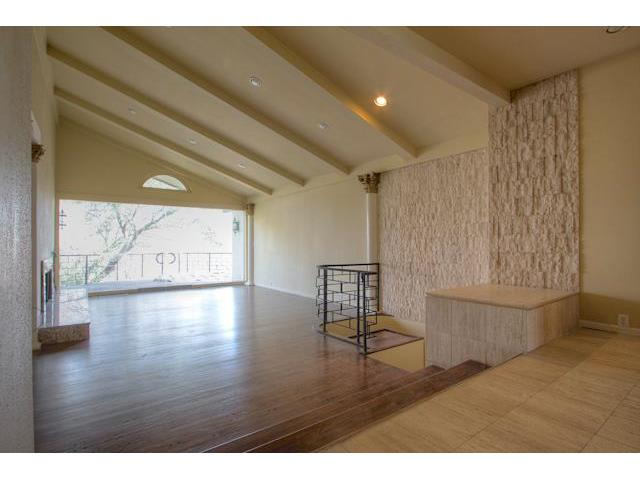 5328 Quail Run Living Area