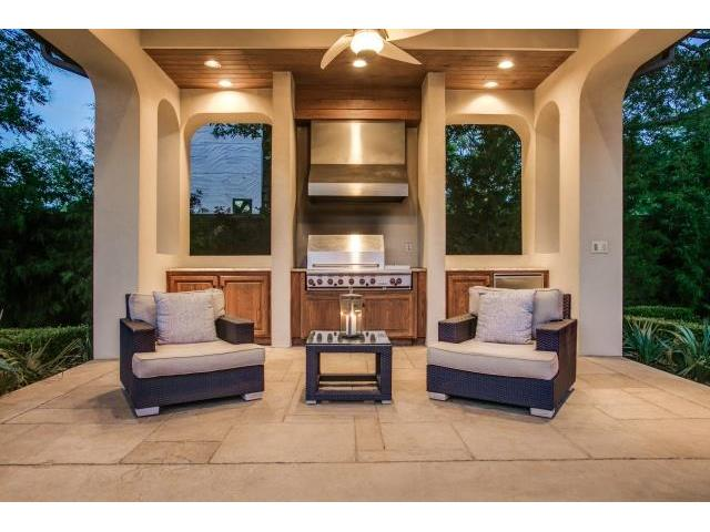 6009 Royalcrest Cabana