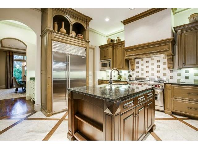 6009 Royalcrest Kitchen 2