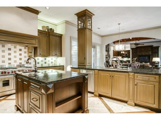 6009 Royalcrest Kitchen