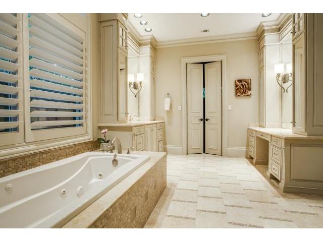 6009 Royalcrest Master Bath