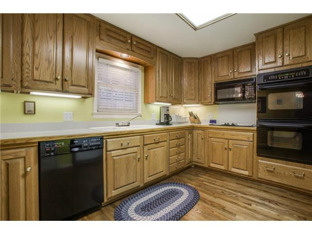 7022 Lakeshore kitchen 2