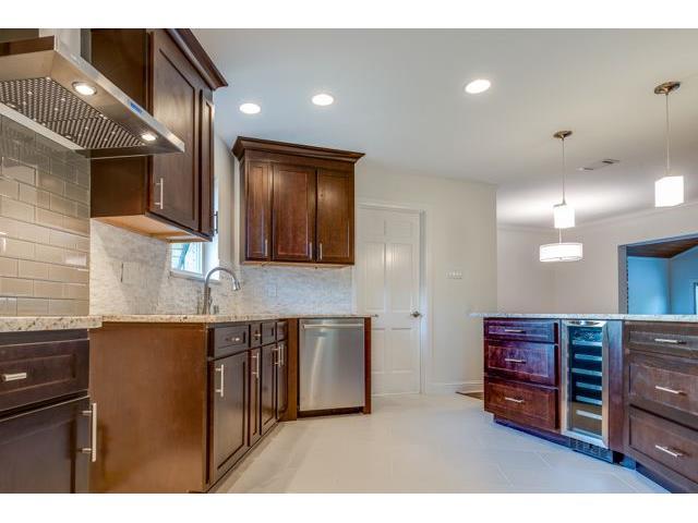 7715 Maplecrest Kitchen 2