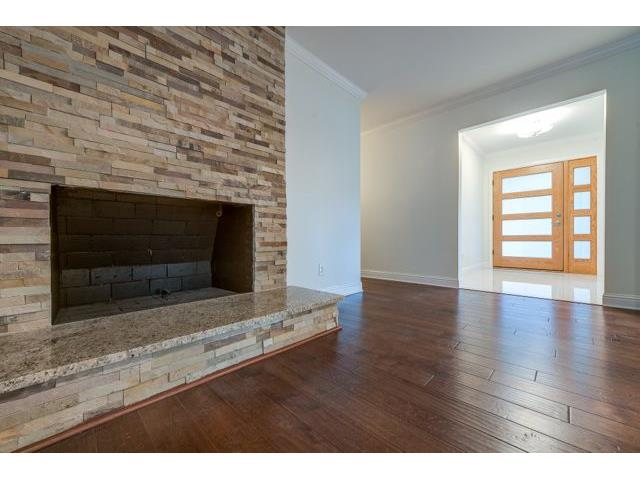 7715 Maplecrest Living Entry