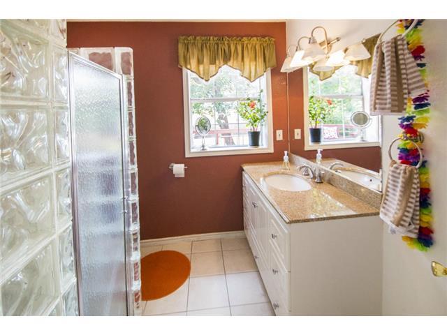 928 Lausanne Bathroom