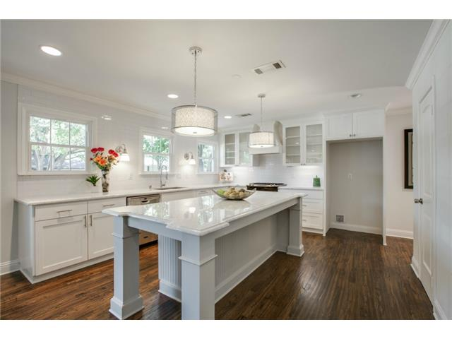 9836 Gooding Kitchen 2