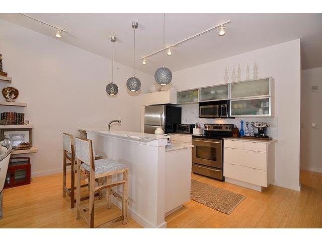 Buzz Unit 409 Kitchen 2