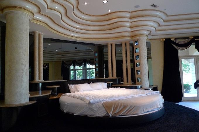 Deion Sanders (18).jpgmaster bed