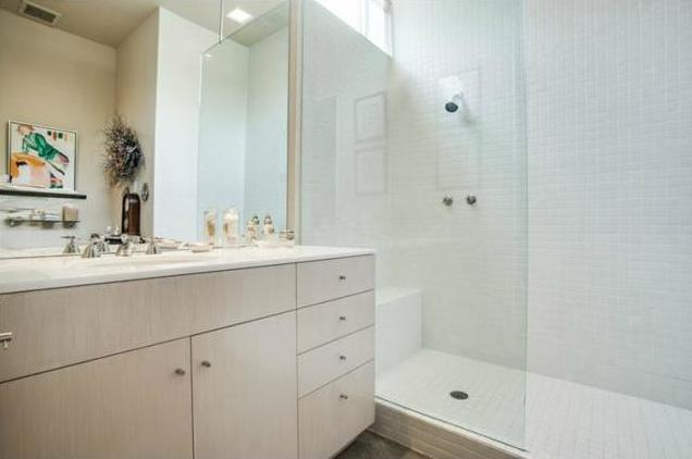 4300 Abbott bath 2
