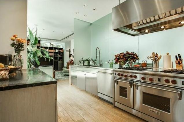 4300 Abbott kitchen 2