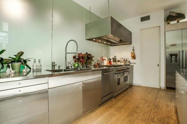 4300 Abbott kitchen1