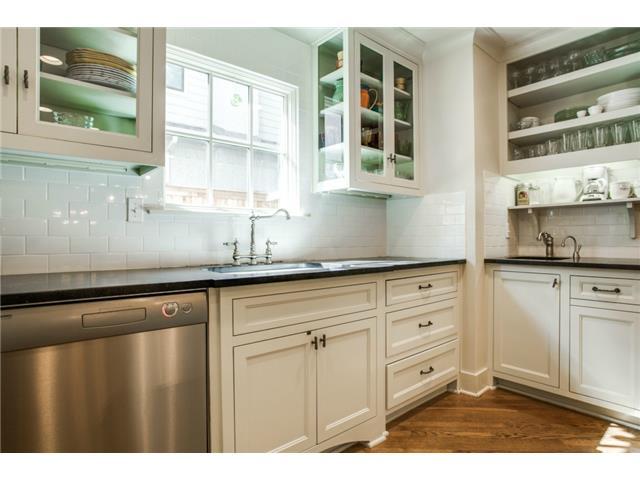 4420 Windsor Kitchen 1