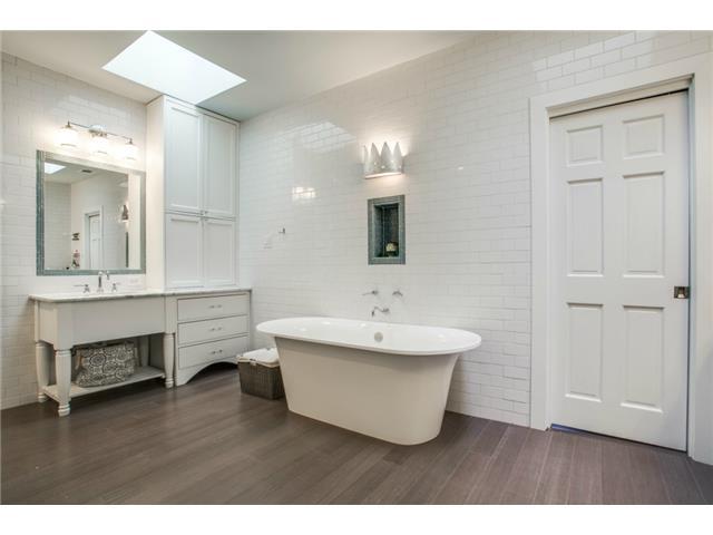 4420 Windsor Master Bath 2