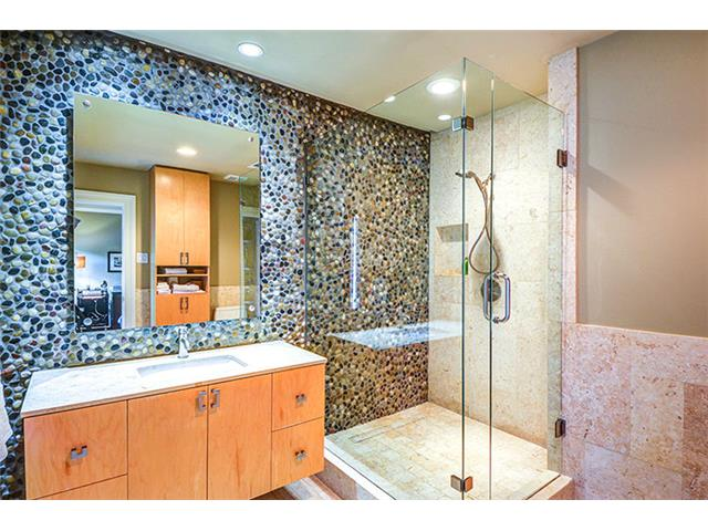 River rocks provide a handsome backdrop in this bath.  Special l