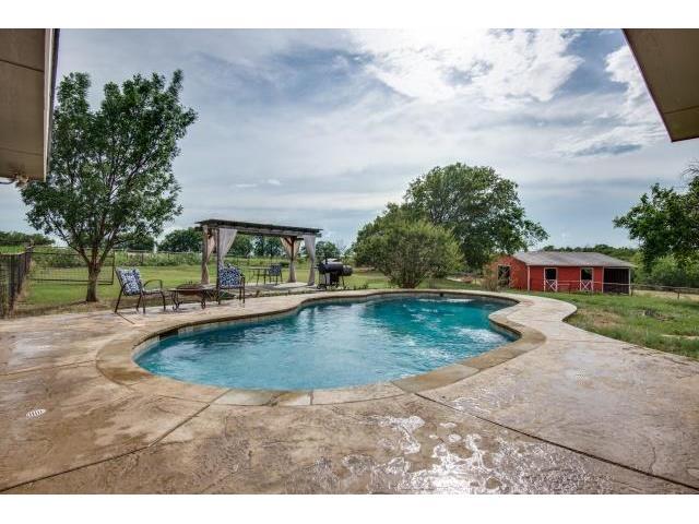 8955 Santa Fe Pool Yard