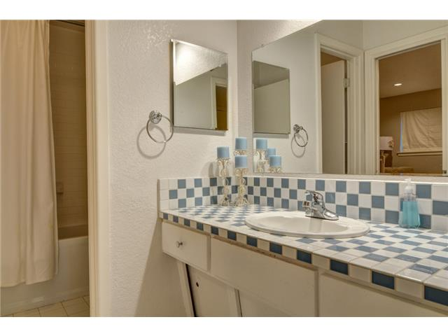 9221 Shoreview Hall Bath