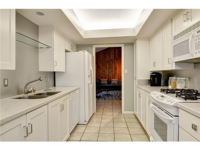 9221 Shoreview Kitchen 2