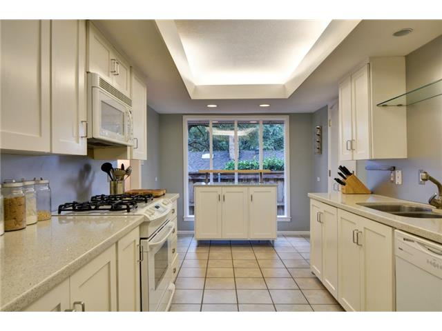 9221 Shoreview Kitchen