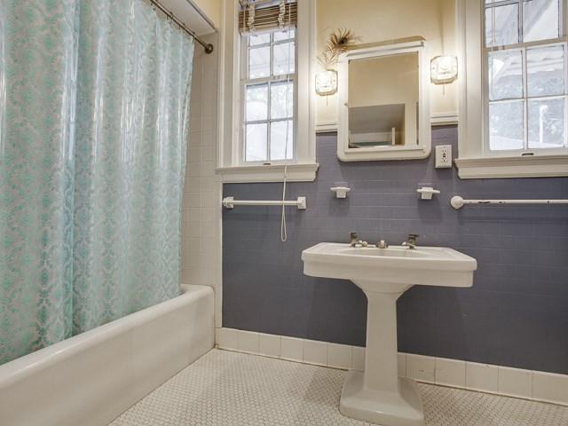 1031 N. Madison Bath