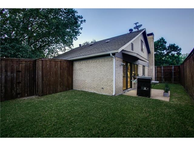 10830 Hayfield Backyard