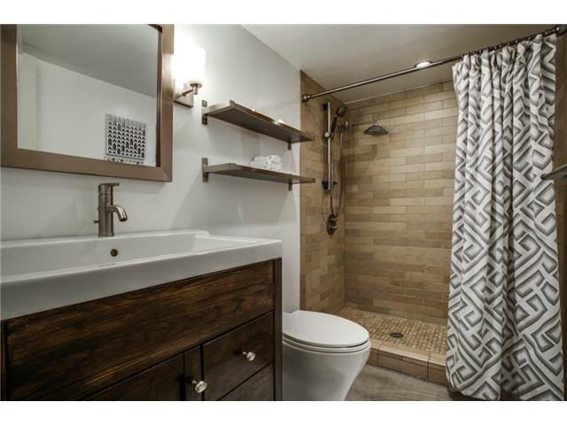 10830 Hayfield Master Bath 2