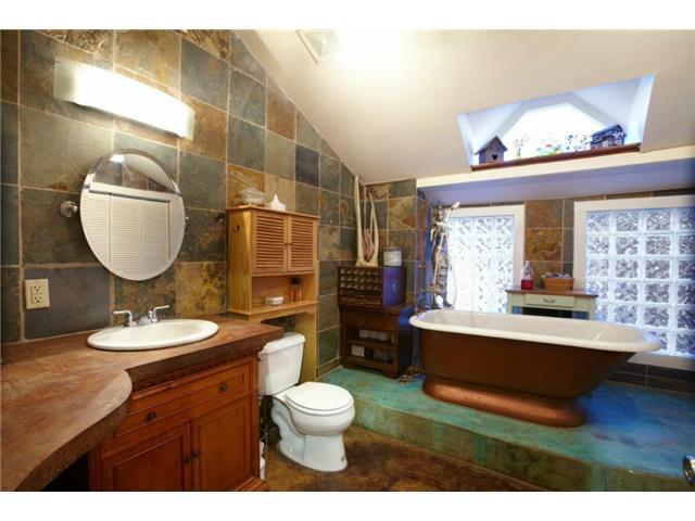 1531 San Saba Bathroom 2