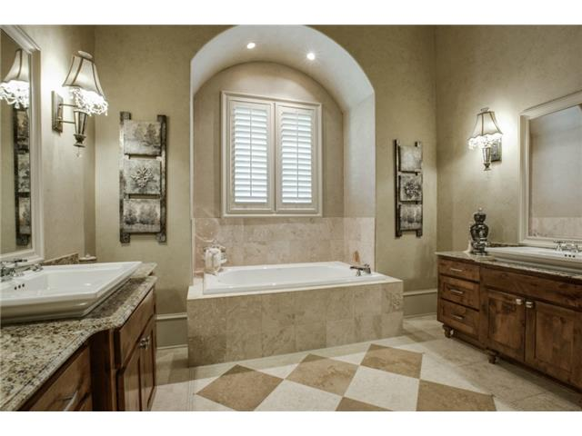 1724 Wisteria Way Master Bath