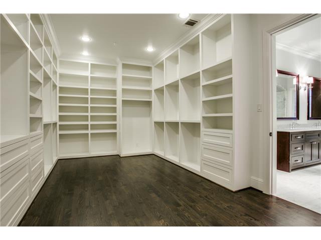 4247 Ridge closet