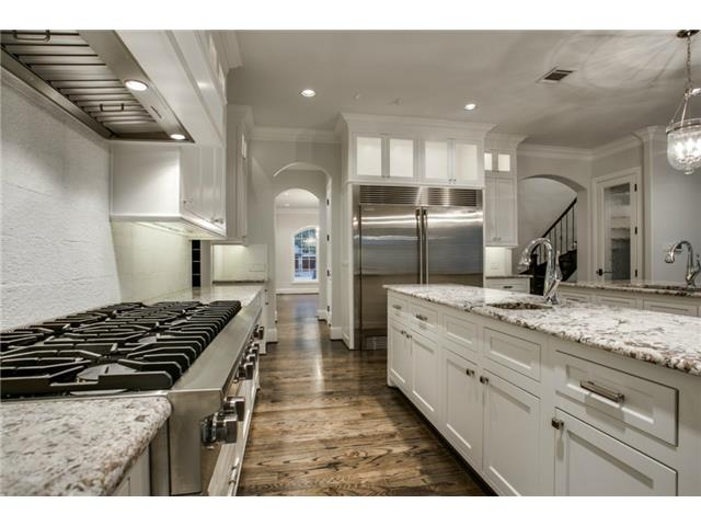 4247 Ridge kitchen