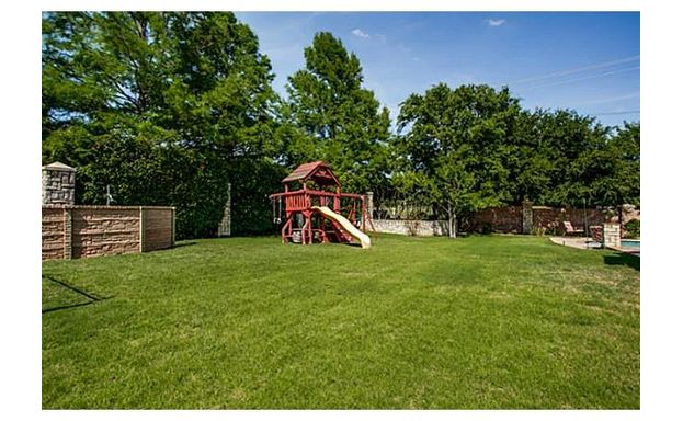 609 Stonebury Dr SL playhouse