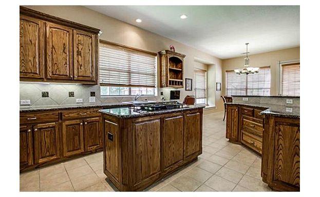 609 Stonebury SL kitchen 1
