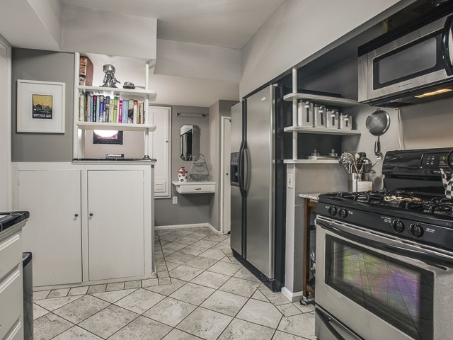 6159 Kenwood Kitchen 2