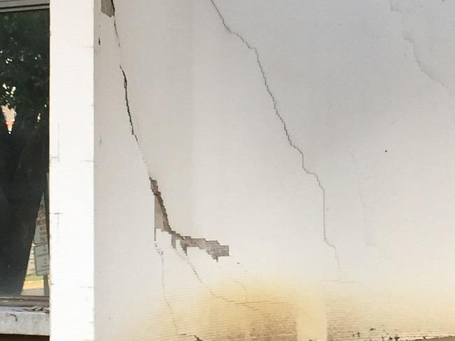 Cabana cracks 3